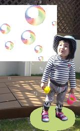 シャボン玉と園児の写真